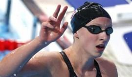 Mundiais: Katie Ledecky junta ouro a novo recorde mundial nos 1.500 m livres