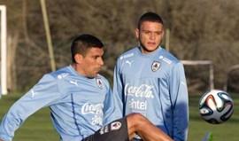 Maxi Pereira e Jonathan Rodríguez na lista do Uruguai