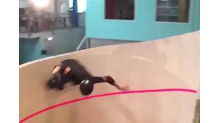 Tony Hawk desafia gravidade
