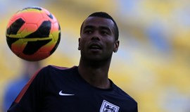 EUA: Ashley Cole assina pelo LA Galaxy