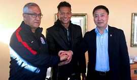 China: Shanghai Greenland contrata Guarín ao Inter