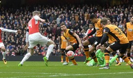 Hull City trava Arsenal no Emirates
