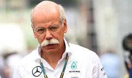 Presidente da Mercedes convida Ecclestone a deixar a F1
