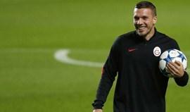 Podolski troça do Fenerbahçe no Twitter