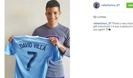 Rafael Ramos levou para casa a camisola de David Villa