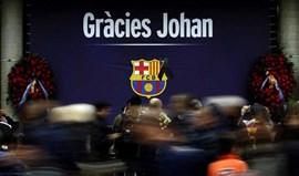 Mais de 10mil homenageiam Cruyff no memorial no estádio do Barcelona