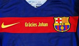 É este o equipamento com que o Barcelona vai homenagear Cruyff