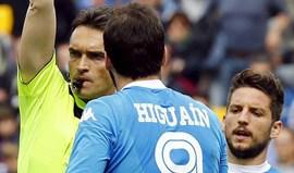 Nápoles recorre das suspensões de Higuaín e Sarri