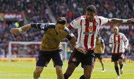 Sunderland empata Arsenal e sai da zona de despromoção