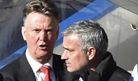 United promove Van Gaal para fazer entrar Mourinho