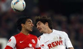 Tunisino Sami Allagui renova com o Hertha Berlim