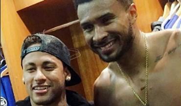 Neymar andou a distribuir camisolas na NBA