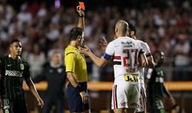 Libertadores: São Paulo sofre dois golos em casa depois de expulsão de Maicon