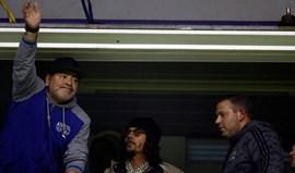 Maradona oferece-se para comandar Argentina... de borla