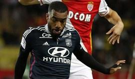 Lyon recusa 35 milhões de euros do Arsenal por Lacazette