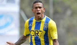 Amilton Silva chega para o ataque