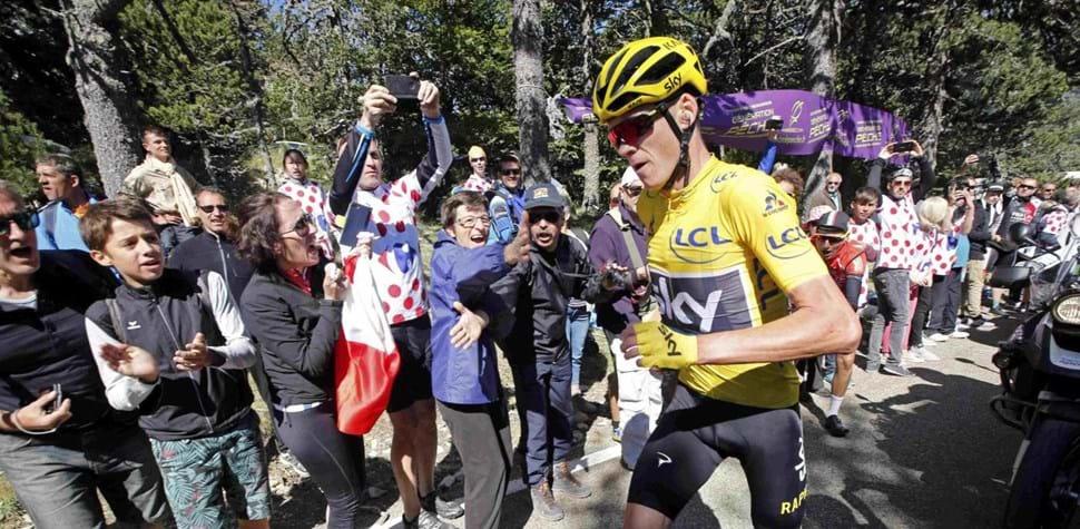 Chris Froome inovou assim que ficou sem bicicleta
