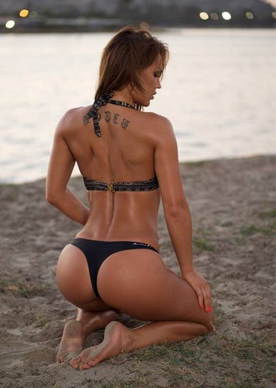 Tanto contorcionismo só pode fazer doer as costas...