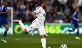 Everton garante Ashley Williams para o lugar de Stones