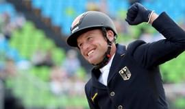 Michael Jung revalida título de concurso completo de equitação