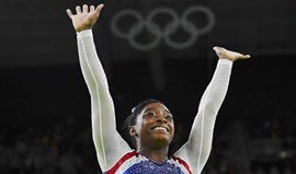 Simone Biles vence 'all-around' e aponta a inédito penta