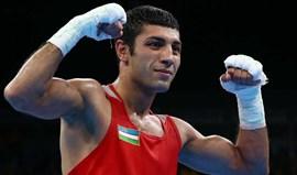 Shakhobidin Zoirov conquista ouro nos 52 kg