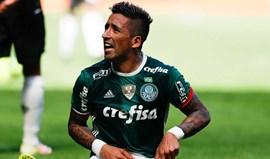 Líder Palmeiras cede empate