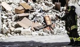 Sobe para 267 número de mortos no sismo no centro de Itália