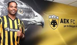 Joleon Lescott assina pelo AEK Atenas