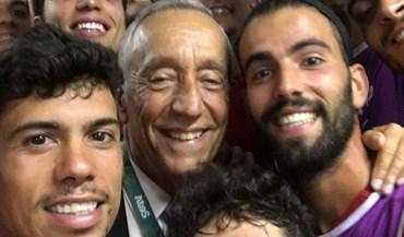 Nem a seleção olímpica de futebol escapou à selfie presidencial