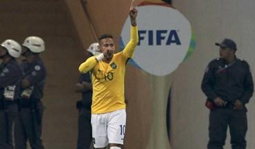 Neymar 'apareceu' para ajudar Brasil a rumar às 'meias'