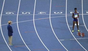 Insólito nos Jogos: Estafeta norte-americana feminina corre sozinha... e faz o melhor tempo das 'meias'