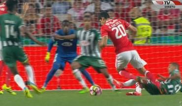 Penálti sobre Guedes permitiu ao Benfica empatar na Luz