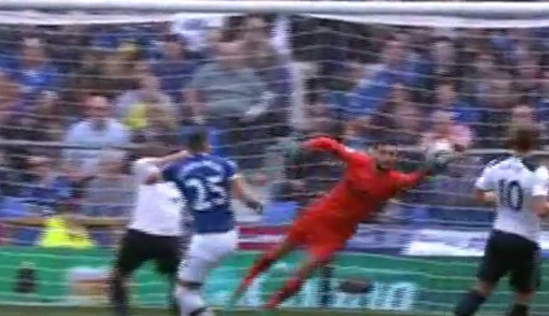 Lloris pode ter ficado 'traumatizado' com o golo de Éder na final do Euro'2016