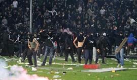 Grécia: Hooligans fazem quatro feridos na segunda divisão
