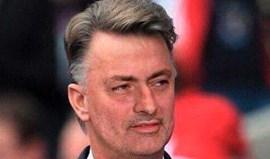 Adeptos não perdoam 3.ª derrota e 'transformam' Mourinho em Van Gaal