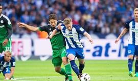 Hertha de Berlim vence Schalke 04 e iguala Bayern na liderança