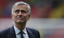 Mourinho com menos um ponto do que Van Gaal