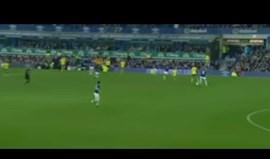 Nélson Oliveira brilha com assistência de calcanhar na eliminação do Everton