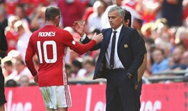 Mourinho disse a Rooney para se pôr em forma antes de criticar os outros