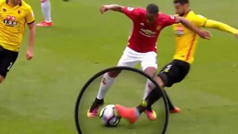 Mourinho contrariado por ex-árbitro Webb no lance do 1.º golo do Watford