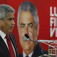 Rodolfo Reis fala em tanga e encenação durante o discurso de Vieira