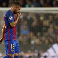 Jordi Alba e Piqué lesionam-se durante a primeira parte