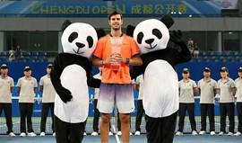 Karen Khachanov, carrasco de João Sousa, conquista 1.º título em Chengdu