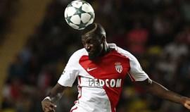 Manchester United quer blindar meio-campo com Bakayoko