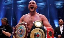 Boxe: Tyson Fury desiste de defender os titulos de campeão