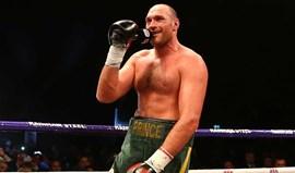 Boxe: Fury suspenso pela Comissão de Controlo de Boxe Britânica