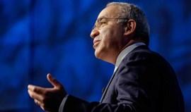 Livro de Garry Kasparov compara governo de Putin a máfia