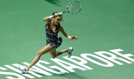 Agnieszka Radwanska defronta Angelique Kerber na meia-final do Masters de Singapura