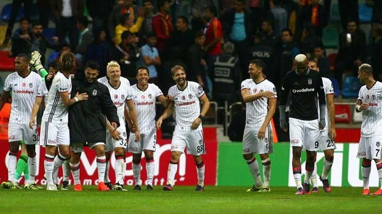 Turquia: Besiktas ascende provisoriamente à liderança